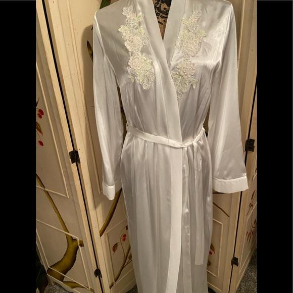 Linea Donatella Other - NWT Linea Donatella Pearl White Robe Sz Small to M